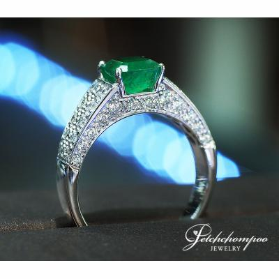 [023829] Columbia emerald with diamond ring Discount 39,000