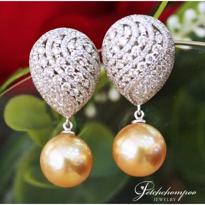 [024788] 11 mm Golden Southsea Pearl With Diamond Earring Discount 139,000