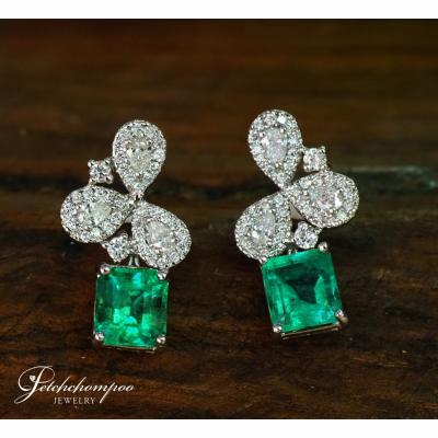 [025084] Emerald and diamond Earring Discount 69,000