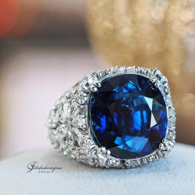 [022794] 30 Carats Unheated Siam Blue Sapphire With Diamond Ring Discount 2,590,000