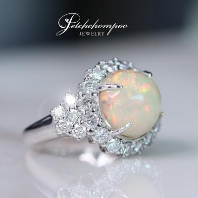 [015065] 4.50 carats Opal with diamond ring Discount 69,000